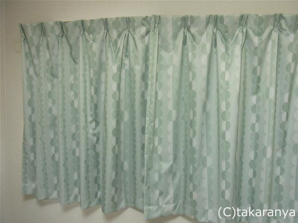 こども部屋のグリーンのカーテン
