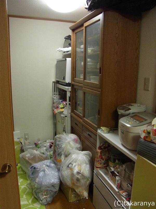 キッチンの様子、ゴミ置き場がないのが難点