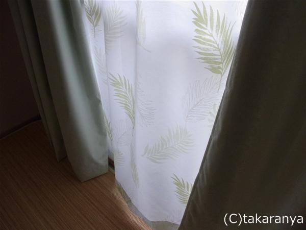 リーフ柄のレースのカーテンを合わせてみた