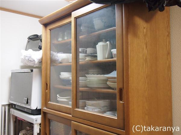 食器棚は流しの反対側に設置
